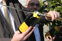 Мастер класс по открыванию шампанского саблей-004