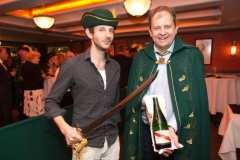 Мастер класс по открыванию шампанского саблей-007