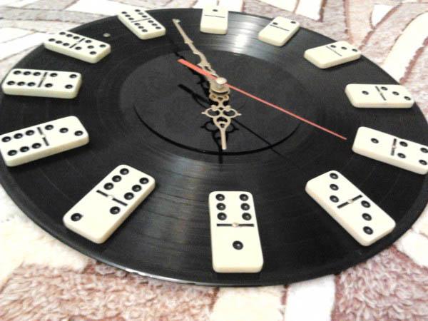 Настенные часы из виниловых пластинок