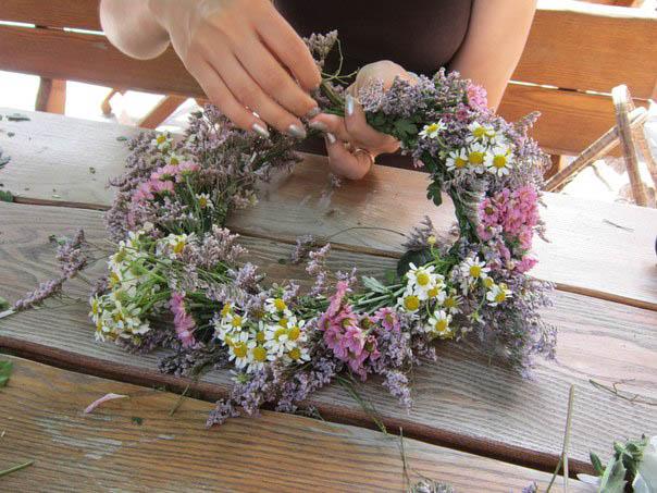 Плетение венков из живых цветов